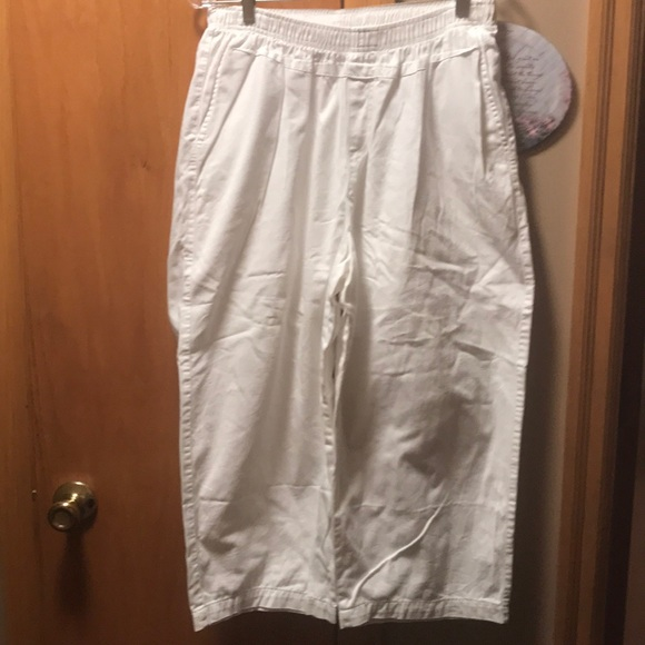 Cabin Creek Pants - Cabin Creek women's White Capris Pants. Size 16